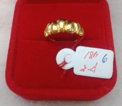 Picture of 18K Saudi Gold Ring, Size 6, 2.4g, 207624